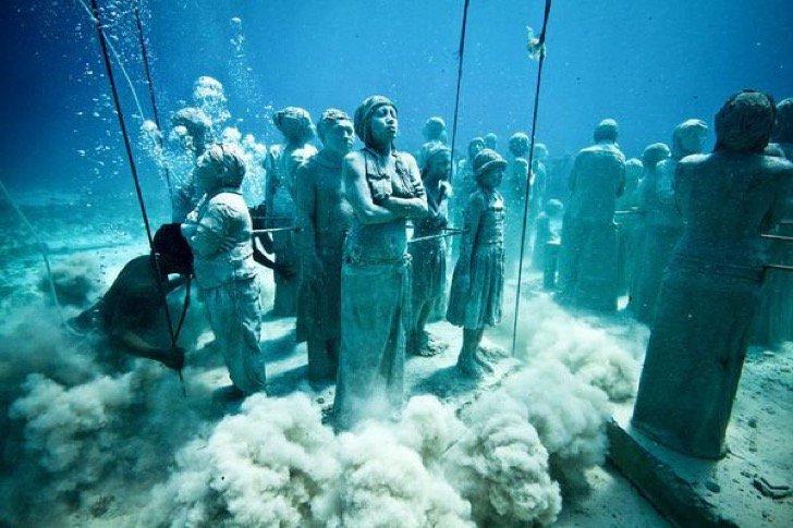 عکس کاور زیر آب دریا